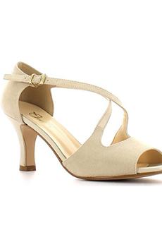 Обувь в цвет кожи