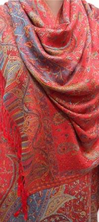 Красная пашмина с орнаментом