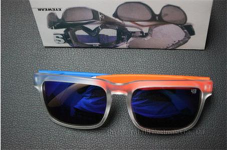 Мужские очки с яркой оправой и линзами