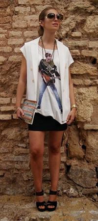 Жилет и футболка с принтом