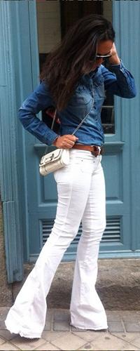 Расклешенные белые джинсы