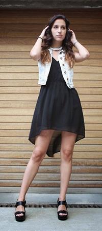 Джинсовая жилетка и платье
